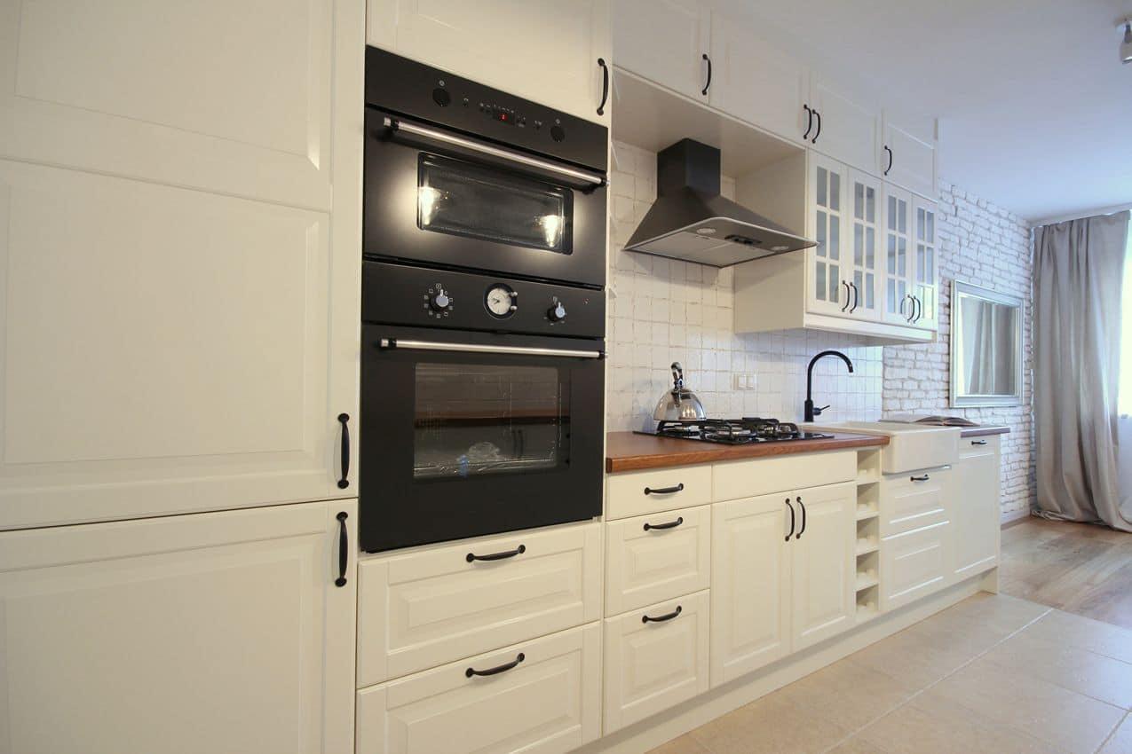 Biało czarna kuchnia z połyskiem  Deko rady pl -> Castorama Kuchnia Plytki