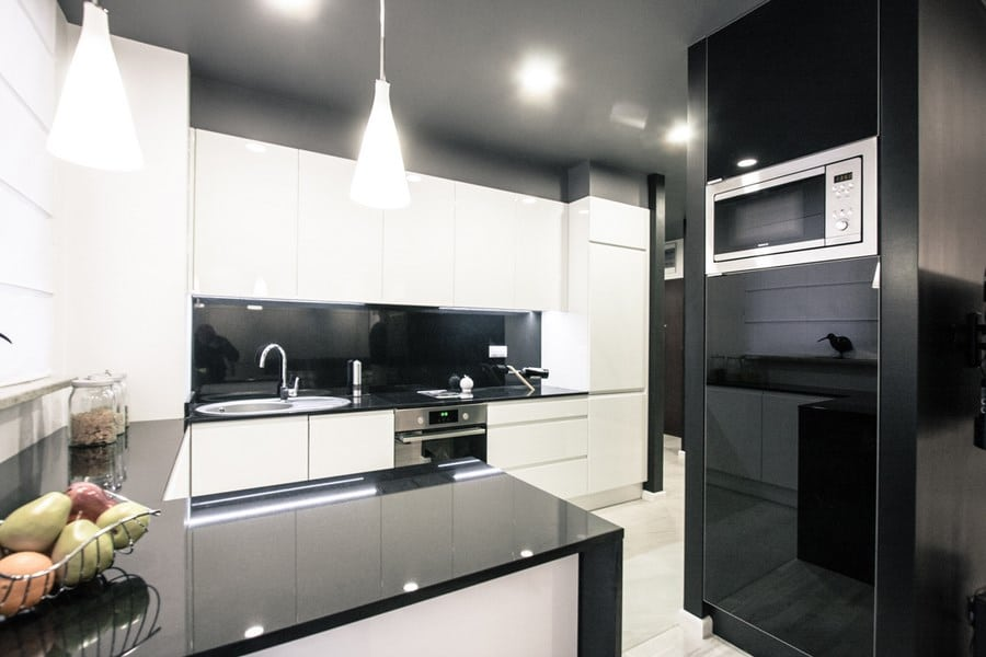 Nowoczesna biało czarna kuchnia w minimalistycznym stylu -> Kuchnia Czarna Mat