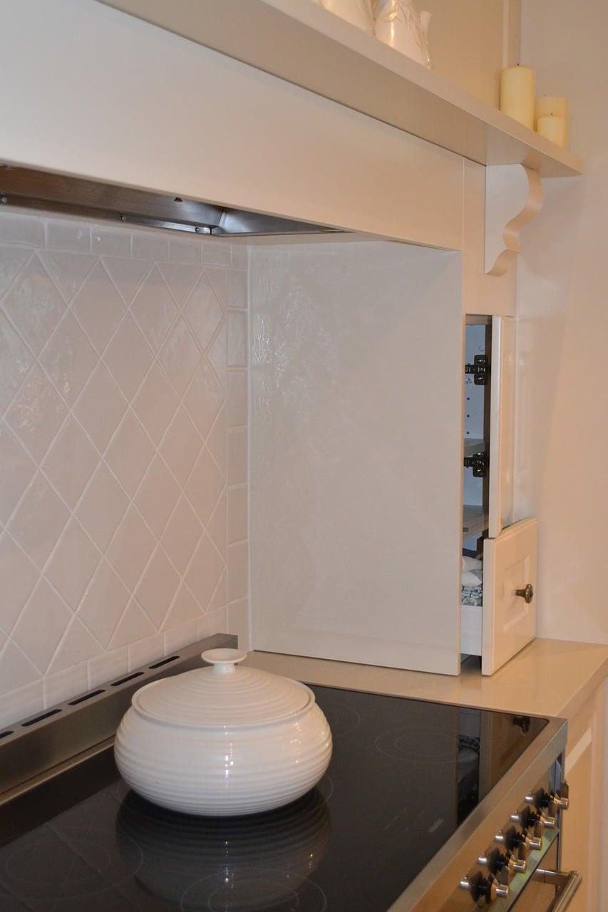 cupboards-707541_1280