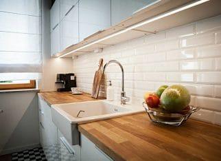 Biala_cegla_w_kuchni_nad_blatem (2)