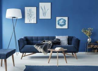 ciemny-niebieski-w-salonie
