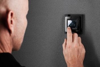 Ogrzewanie podłogowe z dotykowym termostatem