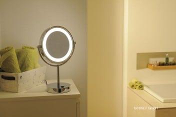 Dodatkowe oświetlenie w łazience: lustro stojące