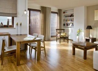 Drewniane żaluzje w mieszkaniu