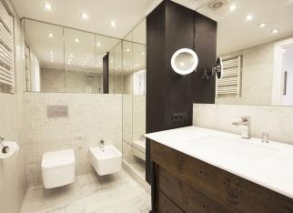 Drewno w łazience w nowoczesnym stylu