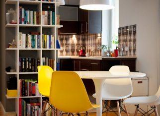 Żółte krzesła