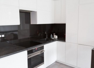 czarno białą kuchnia