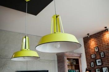 Industrialne, żółte lampy