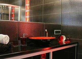 Czarno-czerwona łazienka