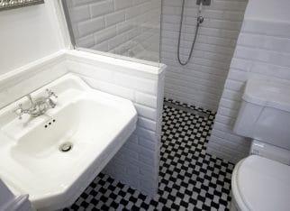 Angielski styl w łazience