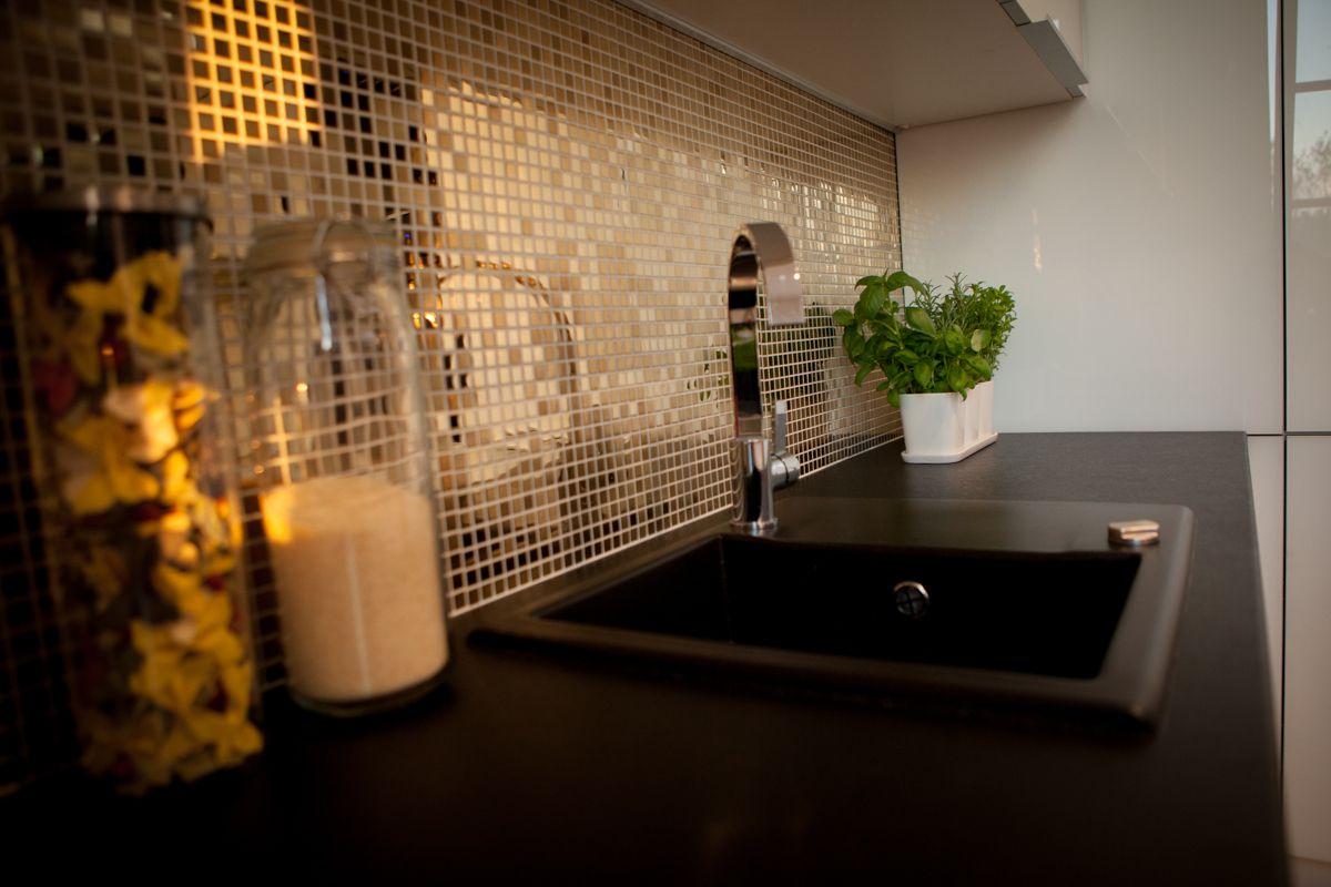 Nowoczesna kuchnia  co zamiast szkła między blatem a   -> Kuchnia Plytki Mozaika