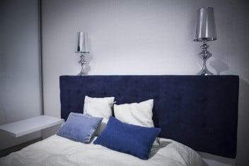 Niebiesko-białe poduszki
