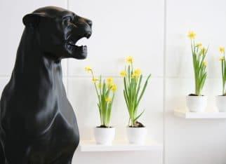 Rzeźba w nowoczesnym salonie
