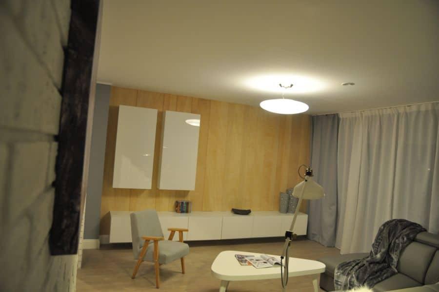 drewniane panele na ścianę w salonie dekoradypl