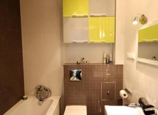 Biało-czarna mała łazienka