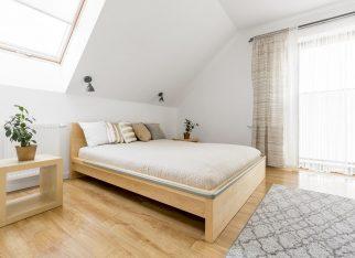 jasna-sypialnia-na-poddaszu
