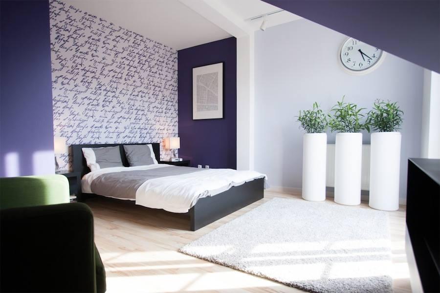 Czy fiolet sprawdzi się w sypialni? Oto nasz dowód, że TAK!