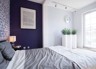 Sypialnia w fiolecie i bieli