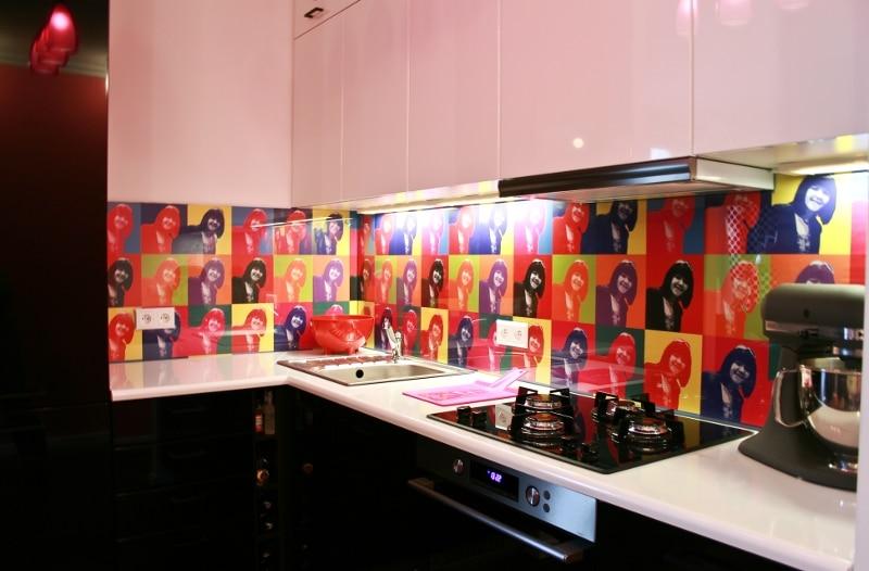 Czy Kolorowe Szklo W Kuchni Moze Zastapic Plytki