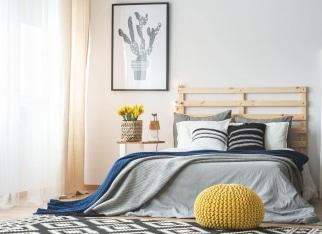 sypialnia-z-kwiatami-na-obrazkach