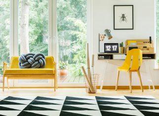 biuro-w-domu-w-kolorze-zoltym