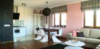 Róż w salonie z jadalnią i aneksem? Zobacz, jak udało nam się urządzić ten nowoczesny salon.