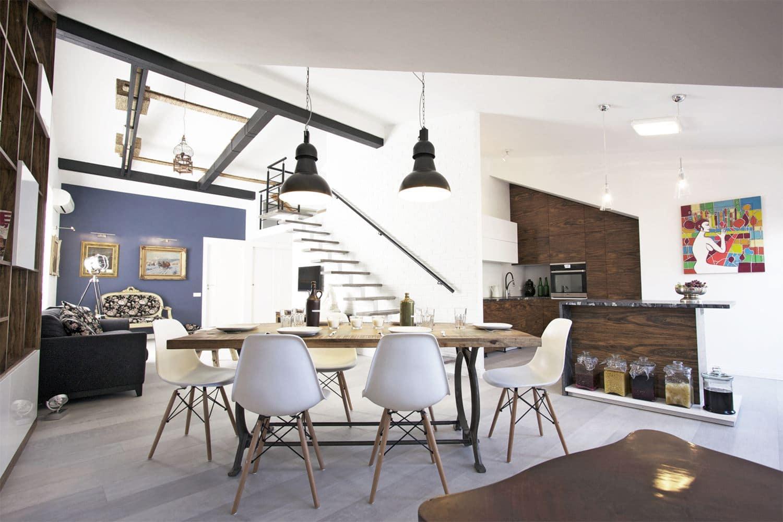 Kuchnia w salonie to poważne wyzwanie aranżacyjne. Jak urządzić to wnętrze? Mamy kilka pomysłów.