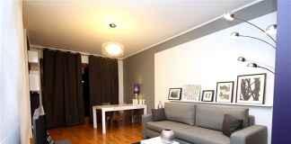 Zobacz naszą aranżację nowoczesnego salonu w ciemnych kolorach.