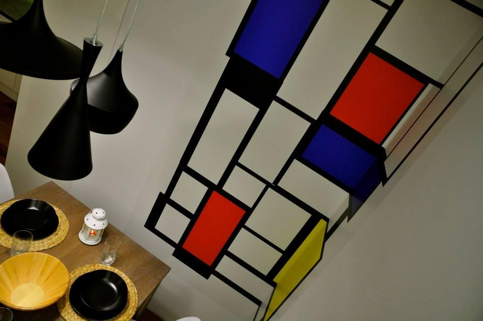 Obejrzyj nasze wideo, gdzie pokazujemy jak zrobić obraz na ścianie w stylu Mondriana.