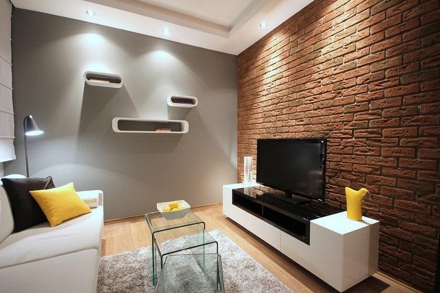 Ustawienie telewizora w salonie ma ogromne znaczenie dla naszego komfortu. Zobacz jak zaaranżować przestrzeń wokół niego.