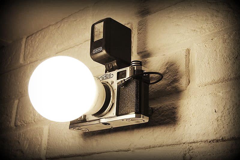 Zrób to sam: designerska lampa z aparatu fotograficznego!