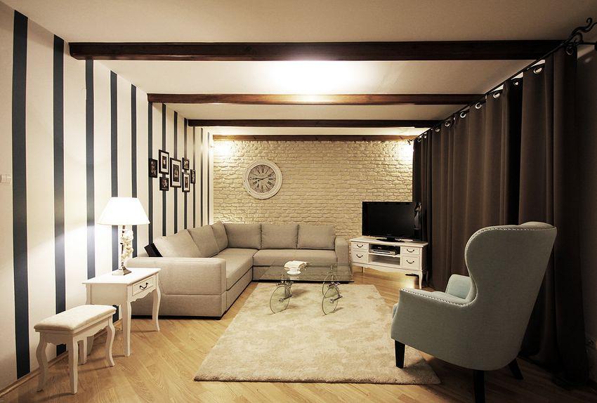 Belki stropowe mogą być elementem dekoracyjnym. Sprawdź jak je wyeksponować.