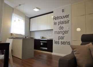 Napis na ścianie to coraz bardziej rozpowszechniający się trend. Zobacz jak wygląda typografia we wnętrzach.