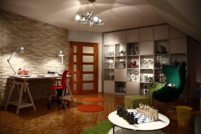 Radzimy, jak urządzić pokój dla nastolatka z miejscem do nauki.