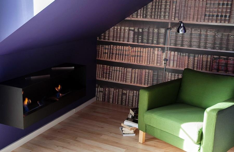 Domowa biblioteczka w sypialni