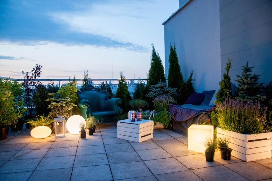 Sprawdź, jak urządzić ogrod na tarasie i jakie rośliny najlepiej wybrać.