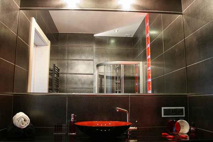 Aranżacja łazienki w czerni i czerwieni
