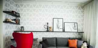 Zobacz, jak samemu wykonać dekorację ściany w salonie.