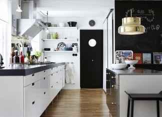 Zobacz, jak zaaranżować wnętrze, czyli czerń i biel w kuchni.