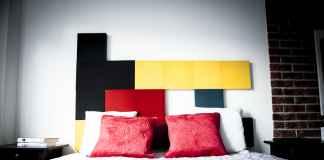 Projektujesz nowoczesną sypialnie? Zobacz ciekawe pomysły na ścianę za łożkiem.