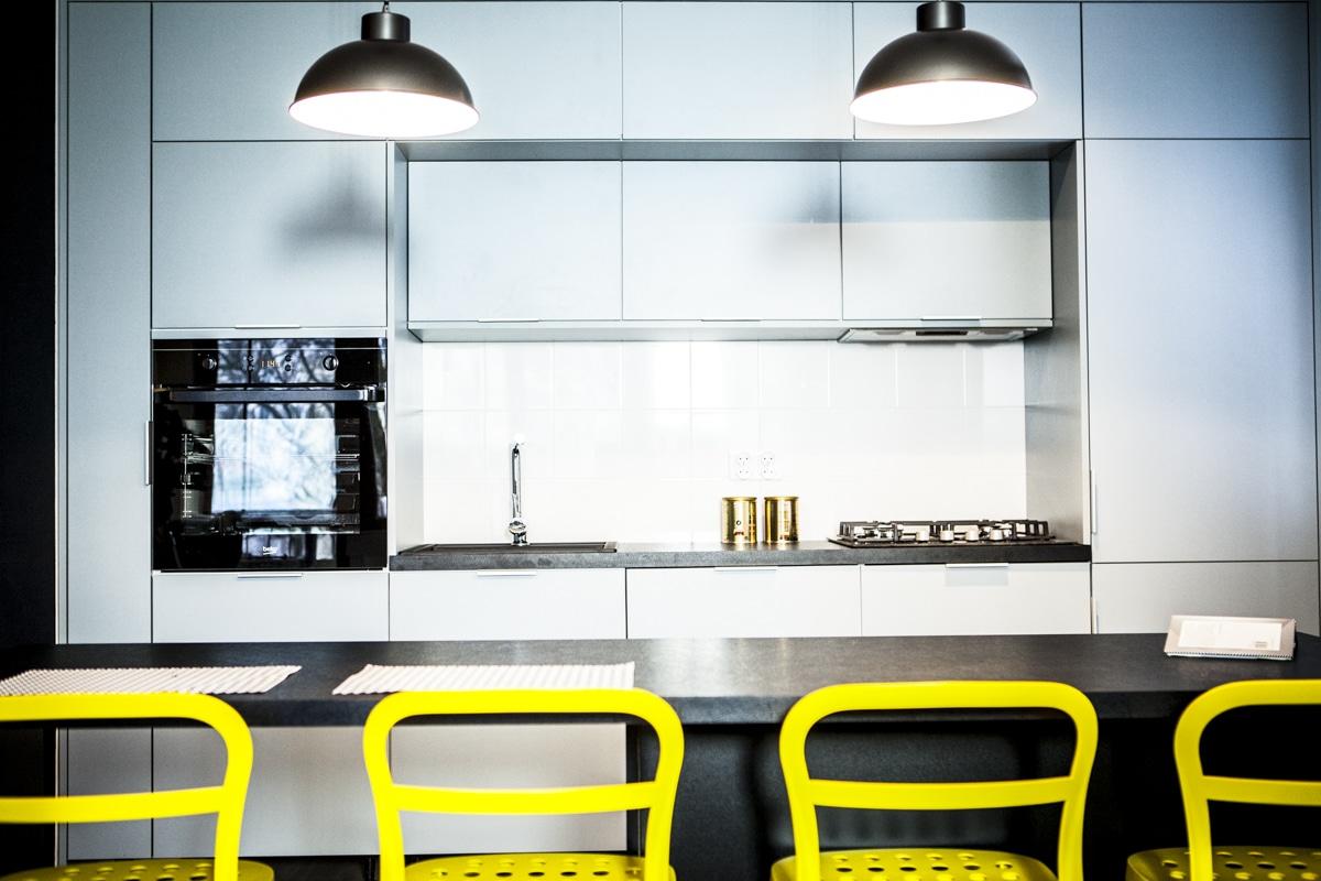 Zobacz, jak urządzamy kuchnię w błękicie. Zajrzyj do naszej galerii.