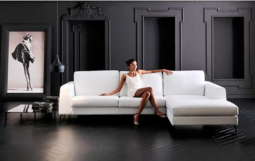Szukasz idealnego mebla wypoczynkowego do swojego salonu? Oto sofa z szezlongiem.