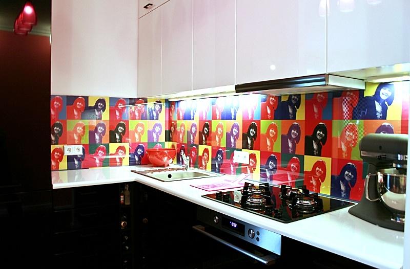 Radzimy, jak wybrać funkcjonalną i nowoczesną tapetę do kuchni.