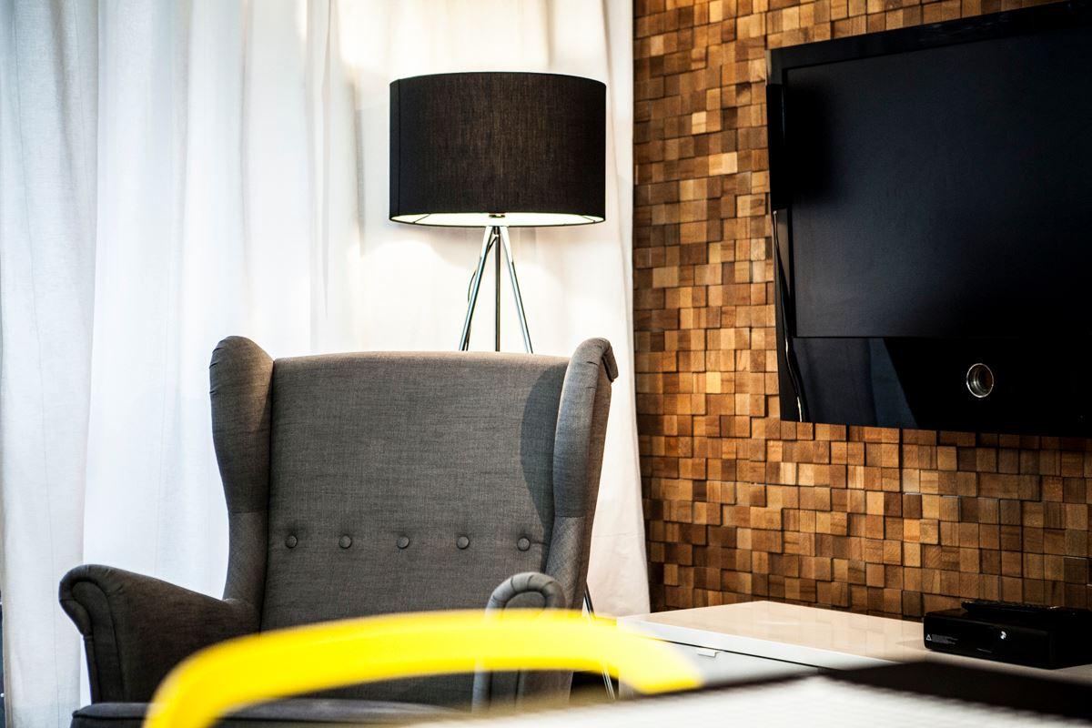 Szukasz lamp podłogowych do swojego salonu? Zobacz nasze gotowe inspiracje.