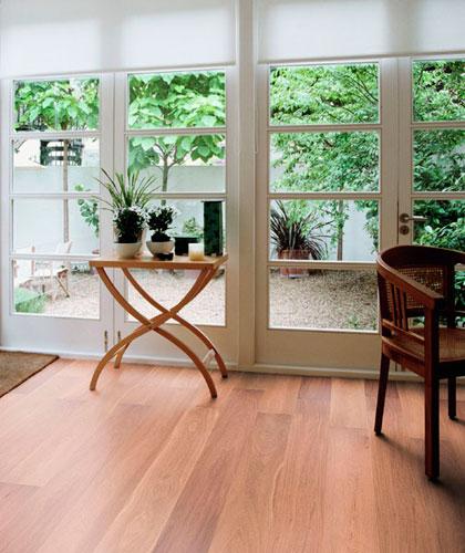 Radzimy, w jakich wnętrzach sprawdzi się podłoga drewniana.