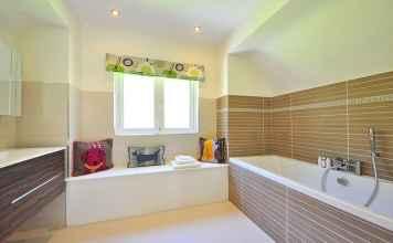 Zobacz, gdzie kupić dekoracje i dodatki, które pomogą wyposazyć Twoją łazienkę.