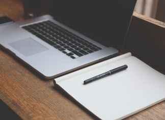 Czy urządzenie biura w domu to prosta kwestia? Raczej nie. Ale warto mieć własny kąt do pracy.