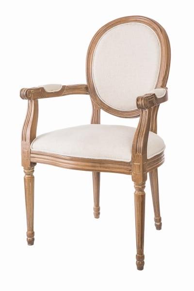 Fotel w stylu Ludwika XVI to mebel nie tylko dla koneserów, ale też dla miłośników przytulnych wnętrz.
