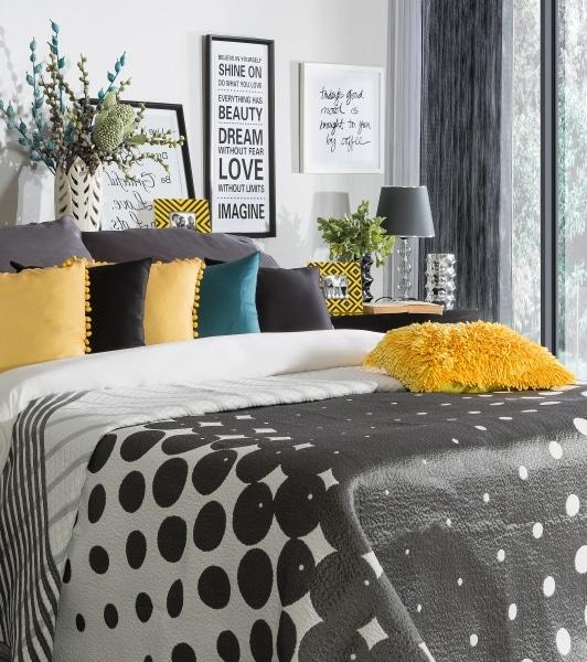 Tekstylia do sypialni, które ocieplą wnętrze? Zobacz, gdzie je kupić.