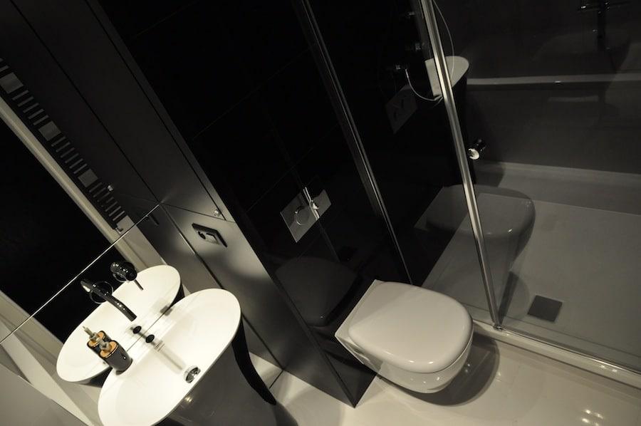 Sposób na niewielkie wnętrze? Zobacz jak urządzić małą łazienkę.